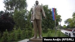 Spomenik Hejdaru Alijevu u Beogradu