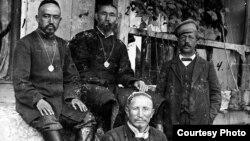 1916-жыл: 100 жыл мурдагы кыргыздар жана орустар