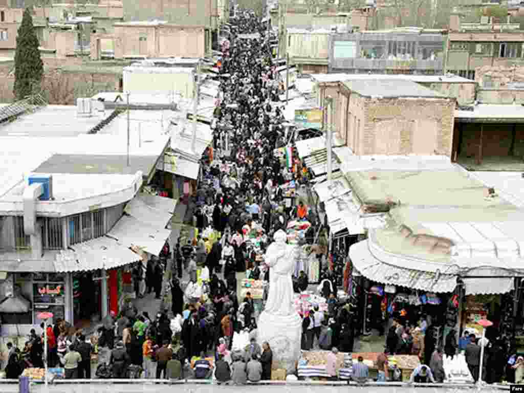 The market in Khoramabad fills with shoppers preparing for the two-week Norouz holiday - Noruz08