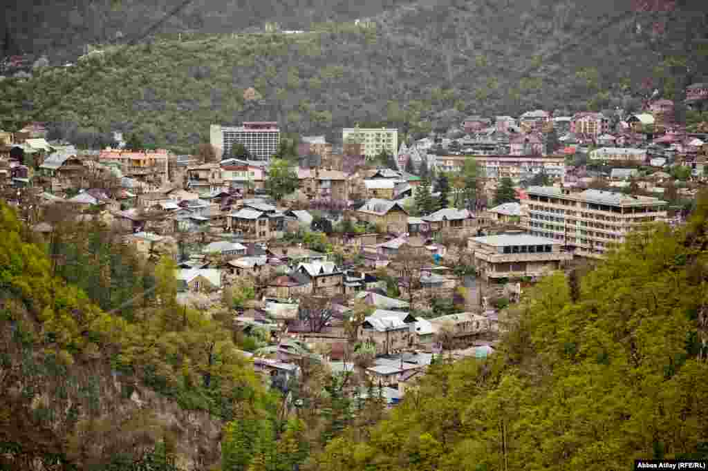 Borjomi, a town of 15,000 inhabitants, attracts thousands of tourists who come to enjoy its resorts and mineral baths.