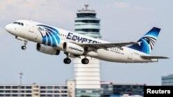 Самолет Airbus A320 авиакомпании EgyptAir, который 19 мая 2016 года исчез с радаров над Средиземным морем. Фото сделано 21 августа 2015 года.