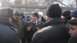 Ҷумъабой Сангинов, муовини раиси вилояти Суғд, дар мулоқот бо аҳолии Хоҷаи Аъло дар Исфара
