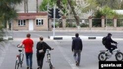 Назди донишкадаи шарқшиносии шаҳри Тошканд