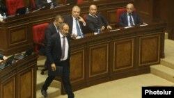 Никол Пашинян в парламенте до избрания на пост премьер-министра Армении. Ереван, 8 мая 2018 года.