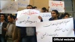 پس از تجمع اعتراضی دانشجویان در دانشگاه تهران وزارت اطلاعات ده ها دانشجو را بازداشت کرد