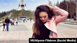 Алёна Червякова на фоне Кургана бессмертия