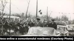 Nicolae Ceauşescu, Emil Bodnăraş şi alţii în timpul unei vizite de lucru în jud. Constanţa. (11 aprilie 1968) Sursa: Fototeca online a comunismului românesc; cota:77/1968