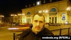 Павал Севярынец на вакзале ў Віцебску