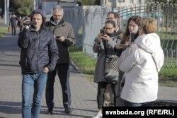 Прадстаўнікі Amnesty International (другі, трэцяя і чацьвёрты зьлева) таксама прыйшлі да суду