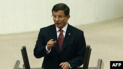 د ترکیې لومړي وزیر احمد دوتوغلو