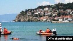Спасители во Охридското езеро.