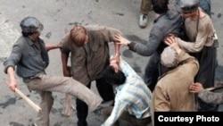 Mineri bătând oameni pe străzile Bucuresțiului, 13-15 iunie 1990
