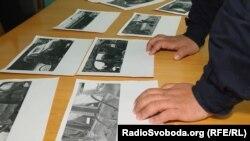 Військовий інструктор Олександр аналізує фото з місця події