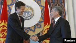 Kyrgyz President Almazbek Atambaev (right) meets with U.S. Assistant Secretary of State for South and Central Asia Robert Blake in Bishkek on January 16.