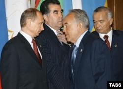 Ресей президенті Владимир Путин (солдан оңға), Тәжікстан президенті Эмомали Рахмон, Қазақстан президенті Нұрсұлтан Назарбаев және Өзбекстан президенті Ислам Каримов. Мәскеу, 8 мамыр 2007 жыл.