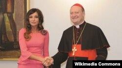 H.Əliyev Fondunun prezidenti Mehriban Əliyeva Vatikanda təmir işiylə bağlı saziş bağlayarkən. (Arxiv)