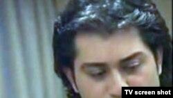 معراج محمدی یک خواننده مذهبی در تهران است.