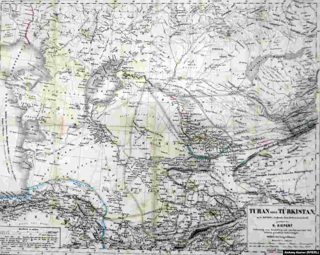 Многие районы Туркестана в середине 19-го века европейским ученым были еще недостаточно известны. На этой карте Туркестана, изданной в Берлине в 1862 году, можно увидеть уровень знаний по географии региона в ту эпоху.