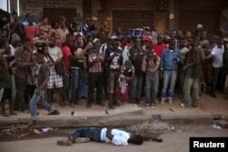 Смерть от лихорадки Эбола. Сьерра-Леоне, декабрь 2014 года