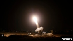 Cистема «Залізний купол» запускає ракету-перехоплювача, 8 липня 2014 року