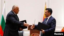 Премиерите на Македонија и на Бугарија, Зоран Заев и Бојко Борисов по потпишувањето на договорот за добрососедство меѓу двете земји на 1 август 2017 во Скопје