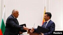 Премиерите на Македонија и на Бугарија, Зоран Заев и Бојко Борисов по потпишувањето на договорот за добрососедство меѓу двете земји