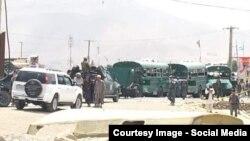 Полицейские на месте нападения на автобусы с курсантами. Кабул, 30 июня 2016 года.