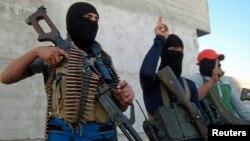 Озброєні суніти неподалік міста Фаллуджа, квітень 2014 року