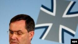 وزير دفاع آلمان، روز جمعه گفت که برنامه «سپر دفاع موشکی» آمریکا که قرار است در اروپا اجرا شود، می تواند در چارچوب ائتلاف نظامی ناتو انجام شود.