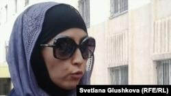 Мадина Кошалакова, жена осужденного по обвинению в терроризме Серика Кошалакова. Астана, 14 августа 2013 года.