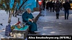 Крим, бабуся торгує в Сімферополі, ілюстраційне фото