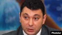 Пресс-секрерать правящей Республиканской партии Армении Эдуард Шармазанов