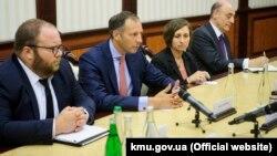 Френсіс Феннон (другий зліва) під час переговорів з керівництвом українського уряду в Києві, червень 2018 року