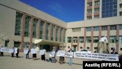 Татар активистлары татар телен яклап пикет үткәрә, 28 август 2011