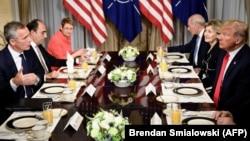 Президент США Дональд Трамп розкритикував енергетичну співпрацю члена НАТО Німеччини з Росією і заявив, що через це «Німеччина повністю контролюється» Москвою