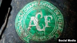 Эмблема «Шапекоэнсе» с места катастрофы