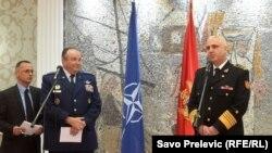 Главнокомандующий силами НАТО в Европе Филип Бридлав (в центре) во время встречи в Подгорице, 3 февраля 2015