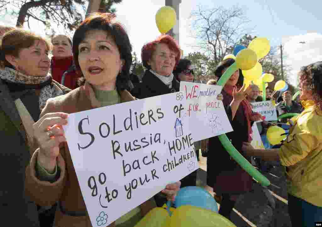 У Бахчисараї також пройшов пікет проти вторгнення російських військ до Криму, 5 березня 2014 року