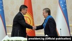 Кыргызстандын президенти Сооронбай Жээнбеков менен Өзбекстандын президенти Шавкат Мирзиёев. 13-декабрь, 2017-жыл