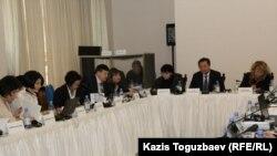 """Участники конференции """"Средства гражданско-правовой защиты для жертв пыток и жестокого обращения"""". Алматы, 18 марта 2016 года."""