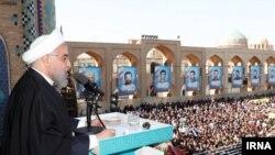 حسن روحانی با انتقاد از مقامهای قضایی میگوید به پرونده فسادهای میلیارد دلاری هم رسیدگی کنید