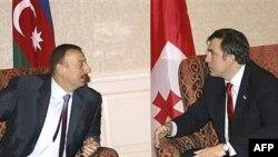 Встреча президента Грузии Михаила Саакашвили (справа) и президента Азербайджана Ильхама Алиева в Тбилиси (архивное фото)