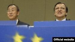 دبير کل جديد سازمان ملل در اولين سفرش به مقر اتحاديه اروپا با خوزه مانوئل باروسو رييس کميسيون اروپايی (راست) نيز ديدار کرد.