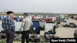 """Лагерь протестующих дальнобойщиков против системы """"Платон"""" в Дагестане."""