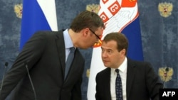 Ресей премьер-министрі Дмитрий Медведев (оң жақта) пен Сербия премьер-министрі Александар Вучич. Мәскеу, 4 шілде 2014 жыл.