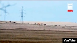 Линия электропередач 220 кВ ведет вникуда, скриншот видео с сайта «Керчь.ФМ»