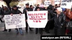 Ցմահ դատապարտյալների հարազատների դեկտեմբերի 17-ի ցույցը կառավարության շենքի մոտ