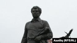 Мостай Кәримгә һәйкәл ачылу тантанасы