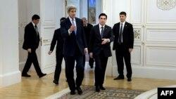 АКШ мамкатчысы Жон Керри жана түркмөн президенти Гурбангулы Бердимухамедов