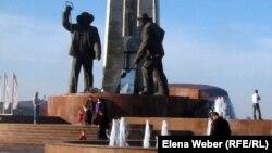 Памятник металлургам в Темиртау.